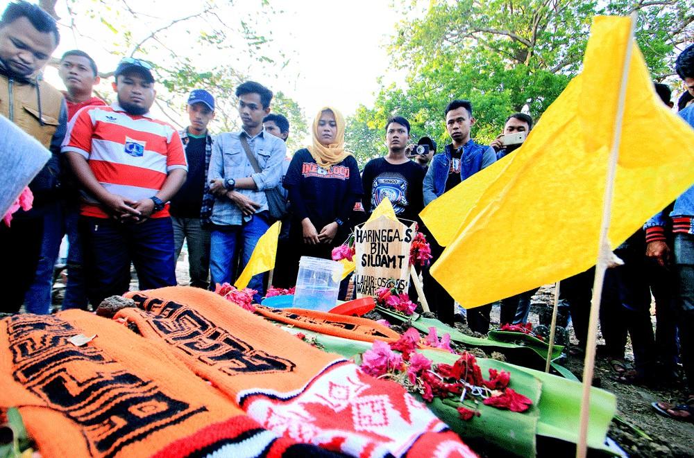 Murder of fan dark cloud over Indonesian soccer