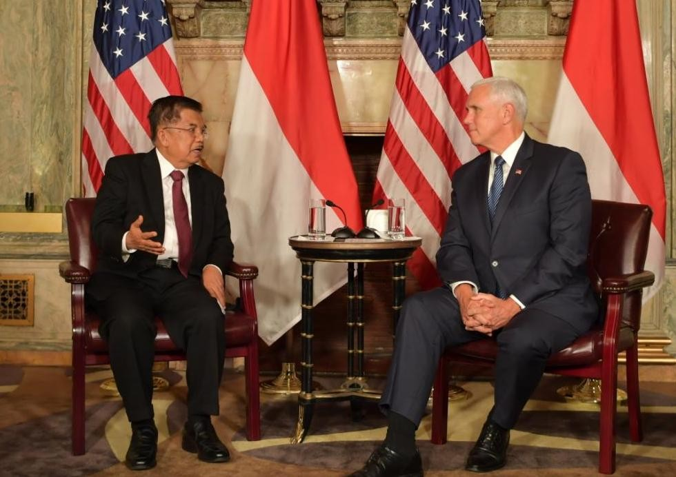 Kalla meets with Pence to talk about trade, regional security
