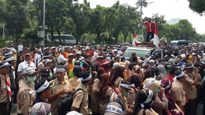 Jakarta contract workers stage rally demanding permanent employment