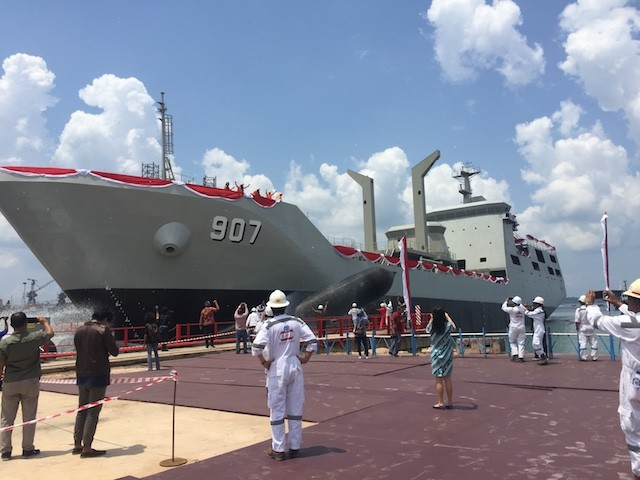 Navy launches fuelboat for warships in Batam