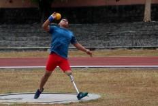 Sutarno throws his shot put during a training session at the Sriwedari Stadion in Surakarta. JP/Maksum Nur Fauzan