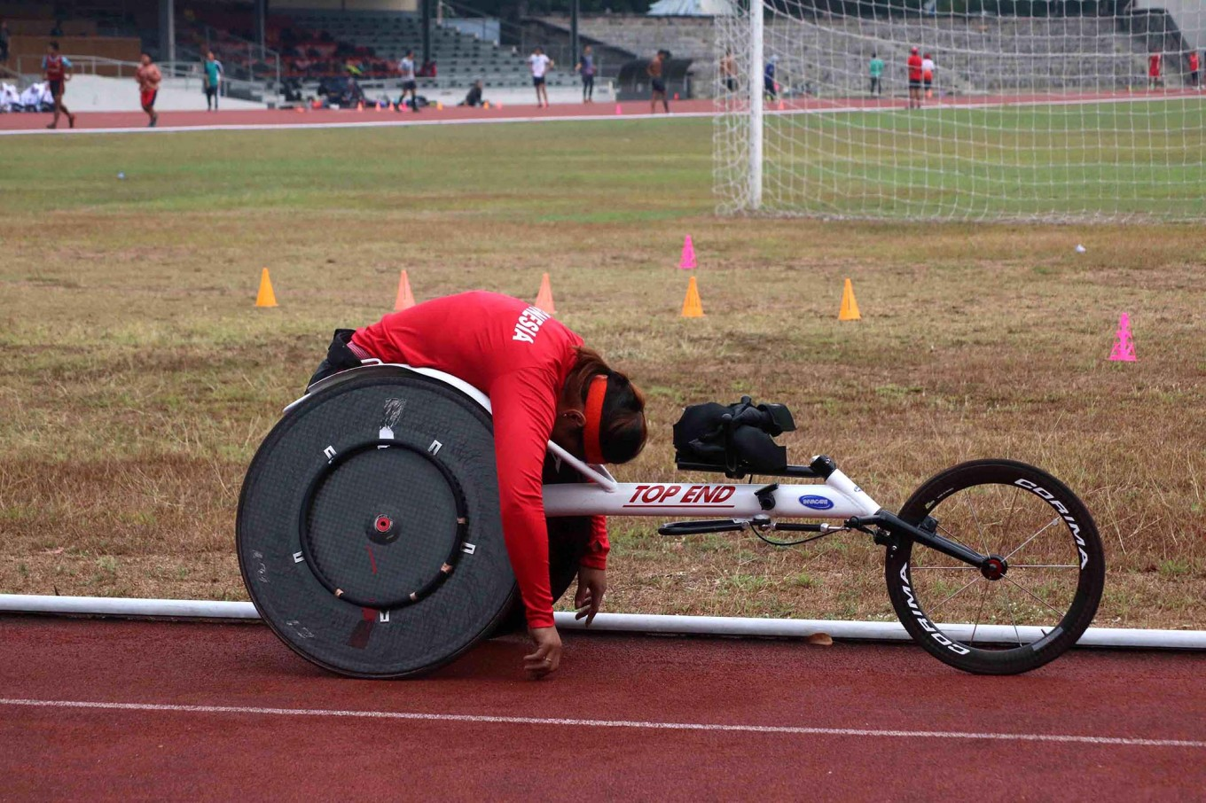 A wheelchair racer takes a break between practice sessions. JP/Maksum Nur Fauzan
