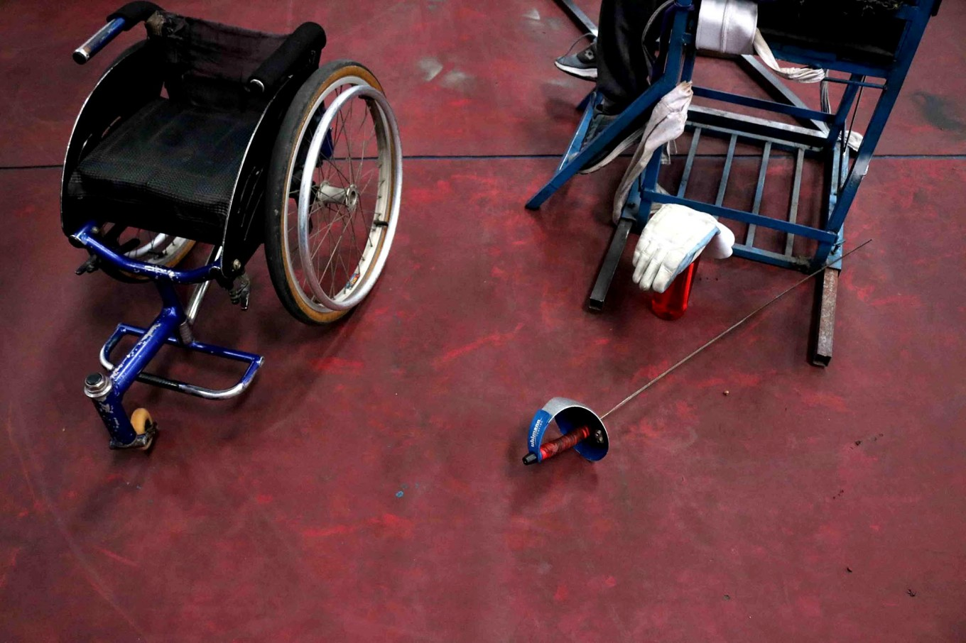 Wheelchair fencing equipment lies on the floor during a training session. JP/Maksum Nur Fauzan