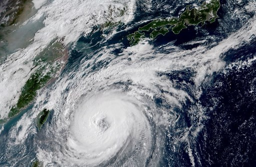 Thousands flee as Typhoon Kammuri churns towards Philippines