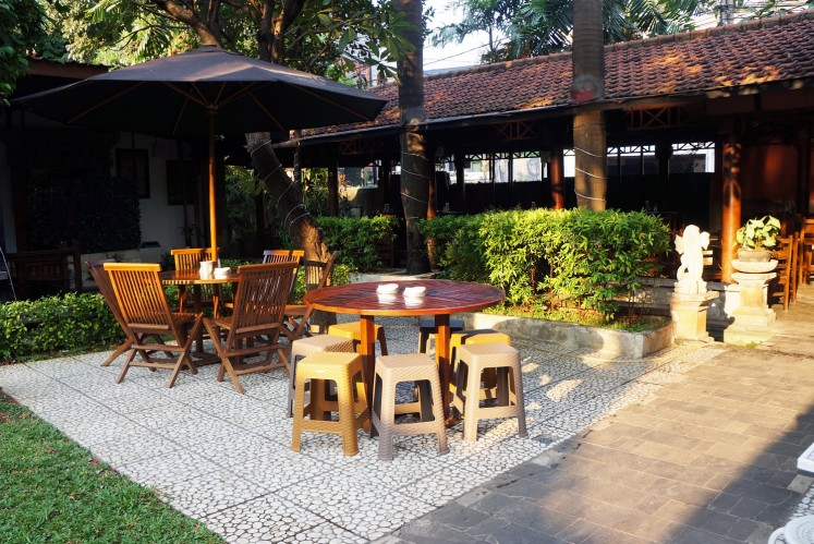 Melly's Garden offers indoor and outdoor areas, which is suitable for large groups.