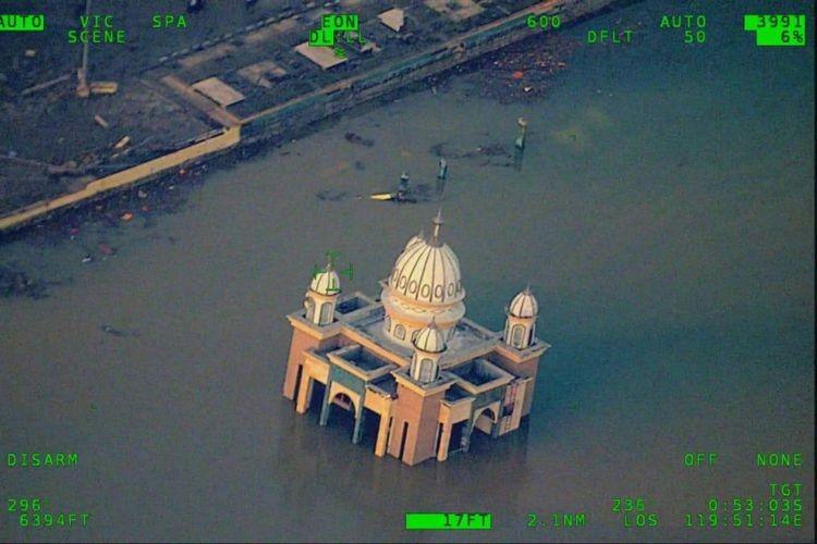C. Sulawesi tsunami alert not revoked early: BMKG