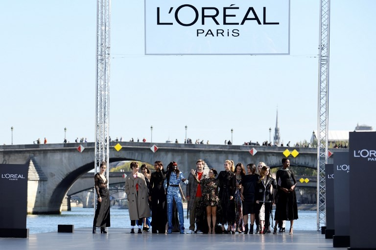 Cool Paris fashion show brings stars out in bumps