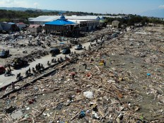 Earthquake survivors search for useable items among the debris in Palu, Indonesia's Central Sulawesi on October 1, 2018, after an earthquake and tsunami hit the area on September 28. The death toll from the Indonesian quake-tsunami nearly doubled to 832 but was expected to rise further after a disaster that has left the island of Sulawesi reeling. AFP/Jewel Samad