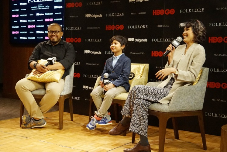 Director Joko Anwar (left), actor Muzakki Ramdhan (center) and actress Marissa Anita (right) talk at a press conference for 'A Mother's Love' on Friday, Sept. 14, 2018 at Grand Hyatt, Central Jakarta.
