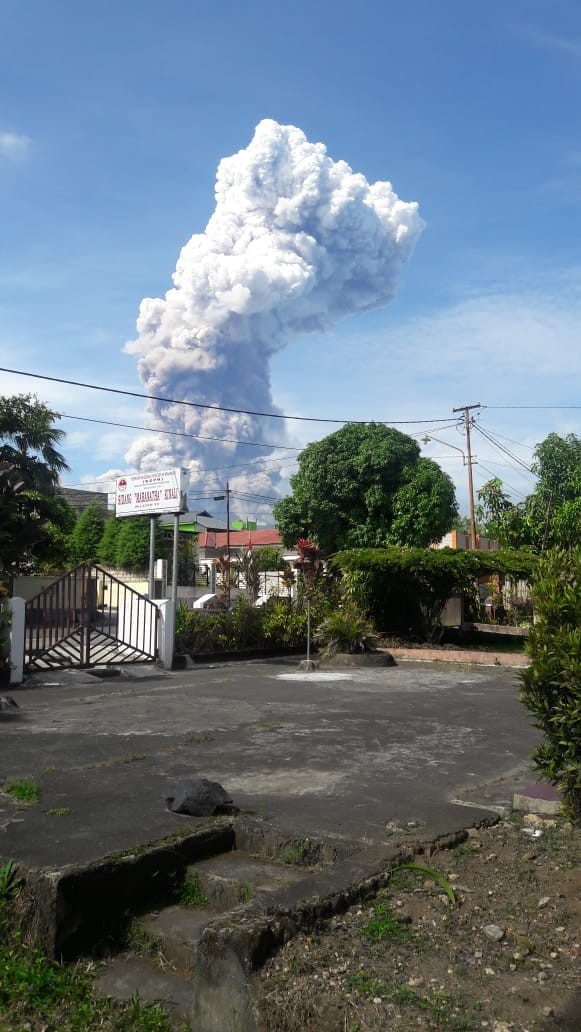 Mount Soputan in North Sulawesi's Minahasa regency erupts at 8:47 a.m. on Oct. 3.The Center forVolcanology and Geological Hazard Mitigation (CVGHM) has estimated that the ash column reached a height of 4 kilometers and was headed in a westerly-northwesterly direction.