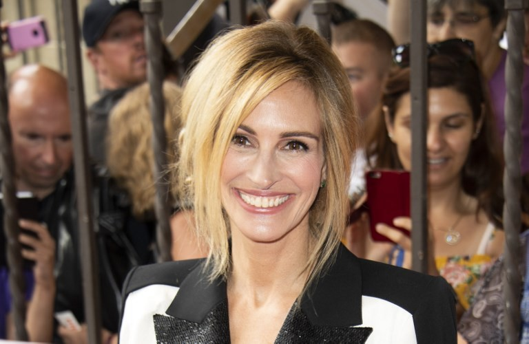 Julia Roberts backs London store selling presents for refugees