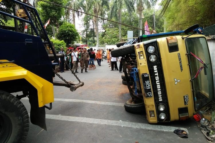 Tangerang pickup truck accident kills three students