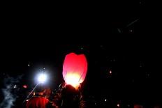 Tourists release lanterns into the sky during the ninth Dieng Culture Festival. JP/Maksum Nur Fauzan