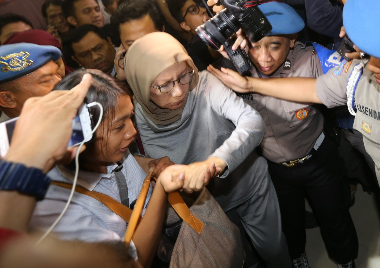 Indonesians find guilty pleasure in internet fights