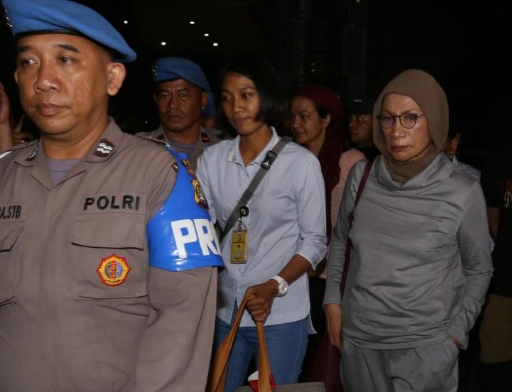 Ratna arrested at Soekarno-Hatta