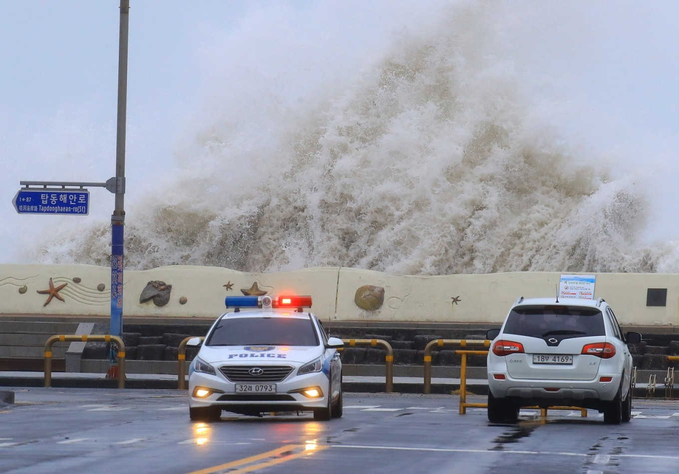 Typhoon hits Korean Peninsula, disrupts flights in Japan