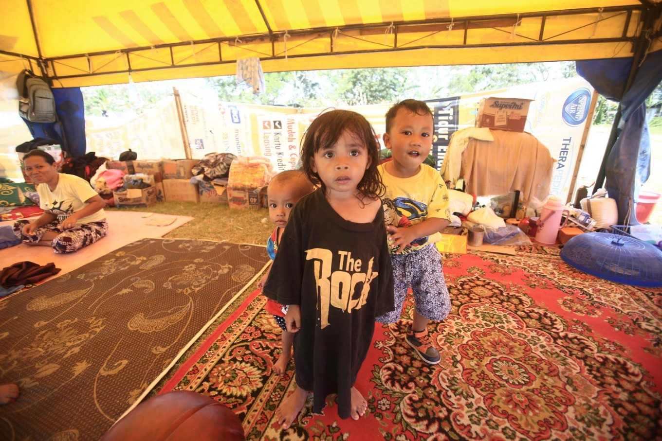Children play in a shelter in front of the Darussalam Grand Mosque on Friday, October 5, 2018. According to the BNPB, a total of 70,821 evacuees are staying in 141 shelters. JP/Dhoni Setiawan