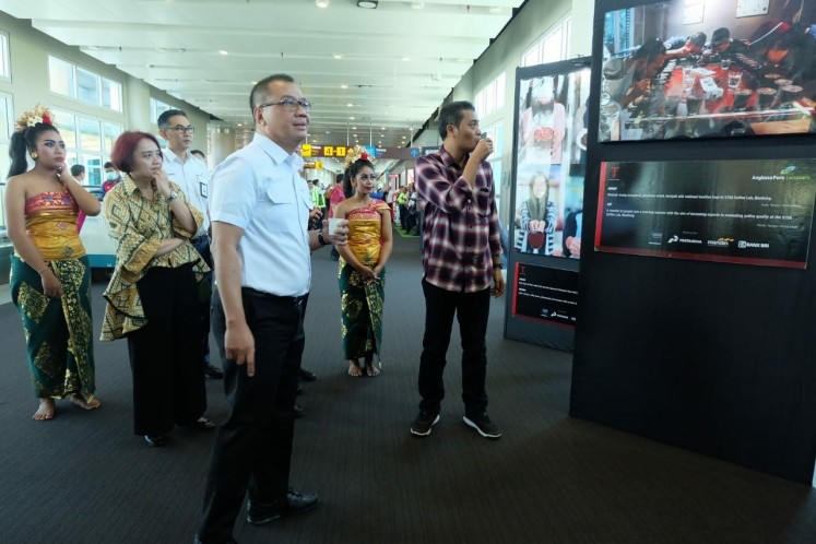 AP I president director Faik Fahmi (third left) officiates the 'Cerita Perjalanan Kopi Nusantara' photo exhibition with 'Koran Tempo' editor-in-chief Budi Setyarso (right) at Ngurah Rai International Airport, Bali.