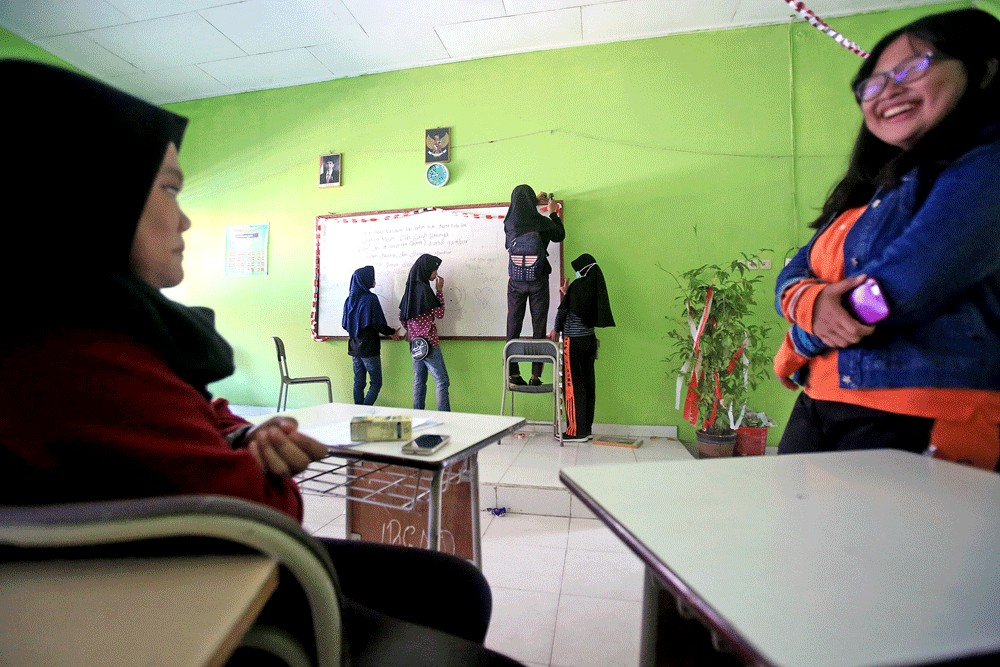 Free school for quake survivors in West Sulawesi