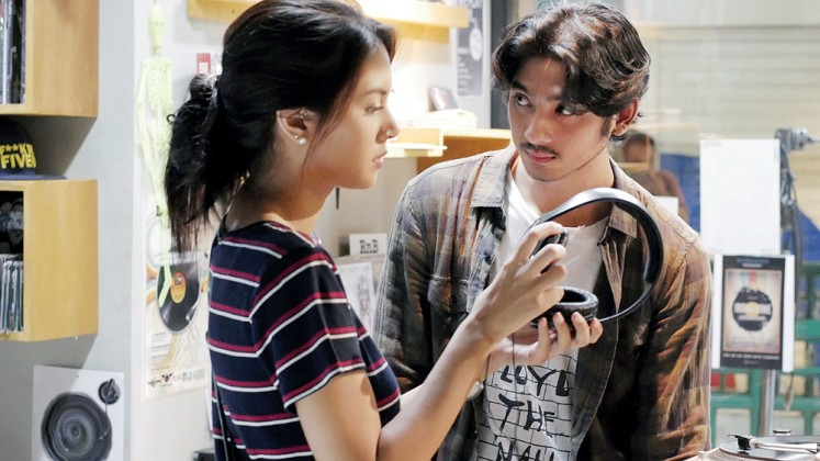 Chance encounter: Menunggu Pagi's plot kicks off when Bayu (Arya Saloka) meets Sara (Aurelie Moremans) in his vinyl shop.
