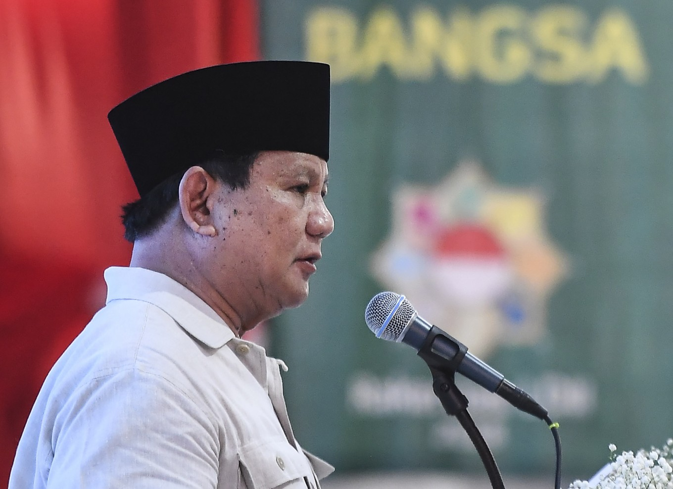 Prabowo's campaign pledge to stop imports sparks debate