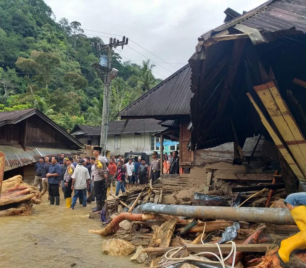 19 killed, dozens missing in floods striking N. Sumatra