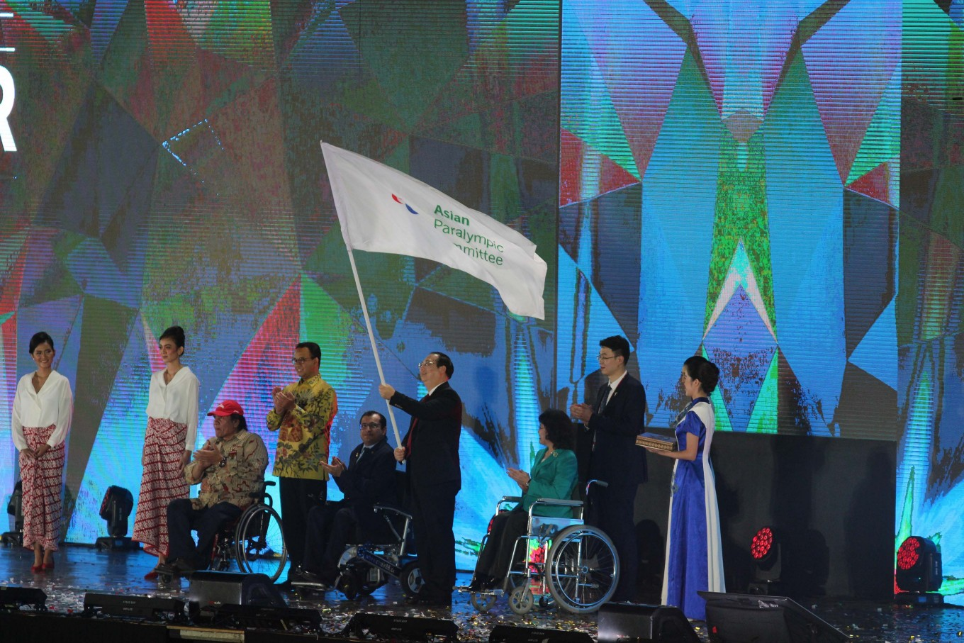 Indonesia passes Asian Para Games flag to Hangzhou
