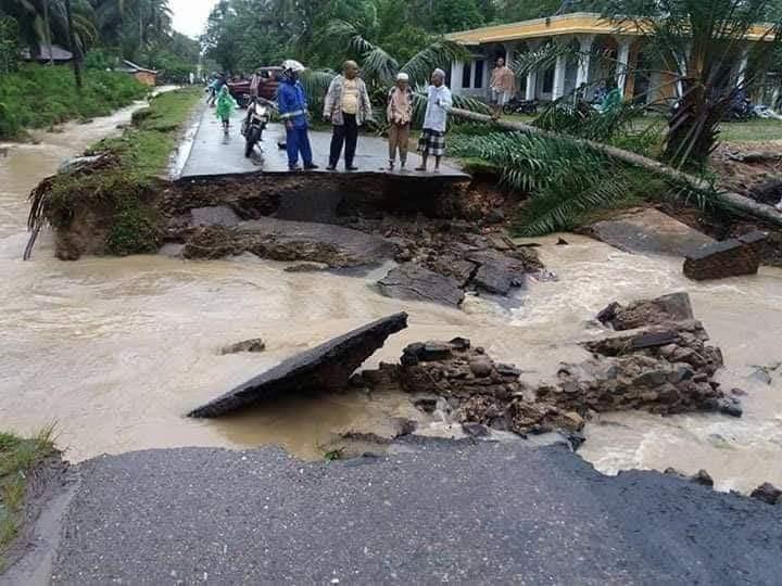 Floods, landslide kill nine in West Sumatra, Riau