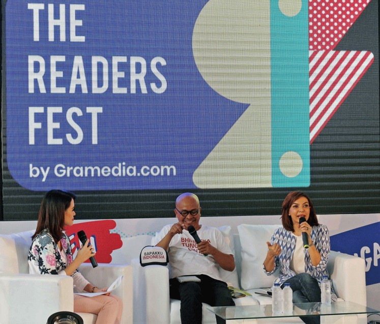Book talk: Literary expert Maman Suherman (center) and journalist Najwa Shihab (right) were keynote speakers at a discussion held during Gramedia's Readers Fest in Jakarta.