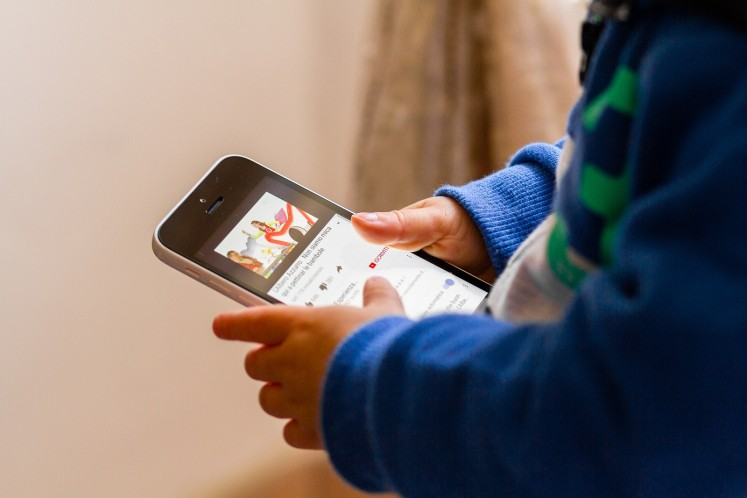 Parents aware of gadgets' harm to children but take risk anyway