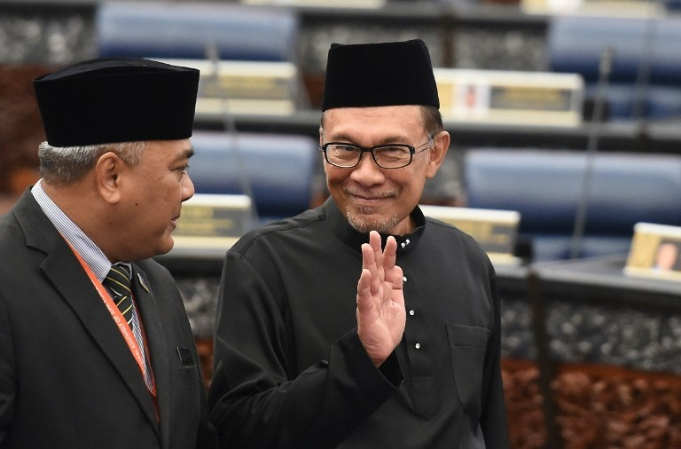 Anwar: Non-Muslims' right to drink, MB's right to resign golf club presidency
