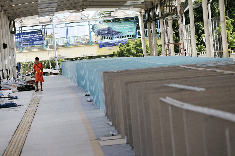 City plans to install e-ID card-tapping system at Tanah Abang Skybridge toilets