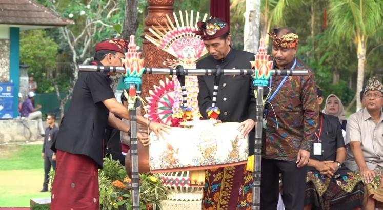 Bali cultural parade livens up IMF-World Bank Annual Meetings