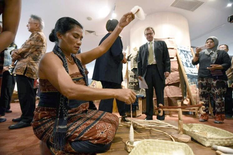 Handmade: Pengrajin lokal mendemonstrasikan pembuatan tradisional | Sumber: British Council