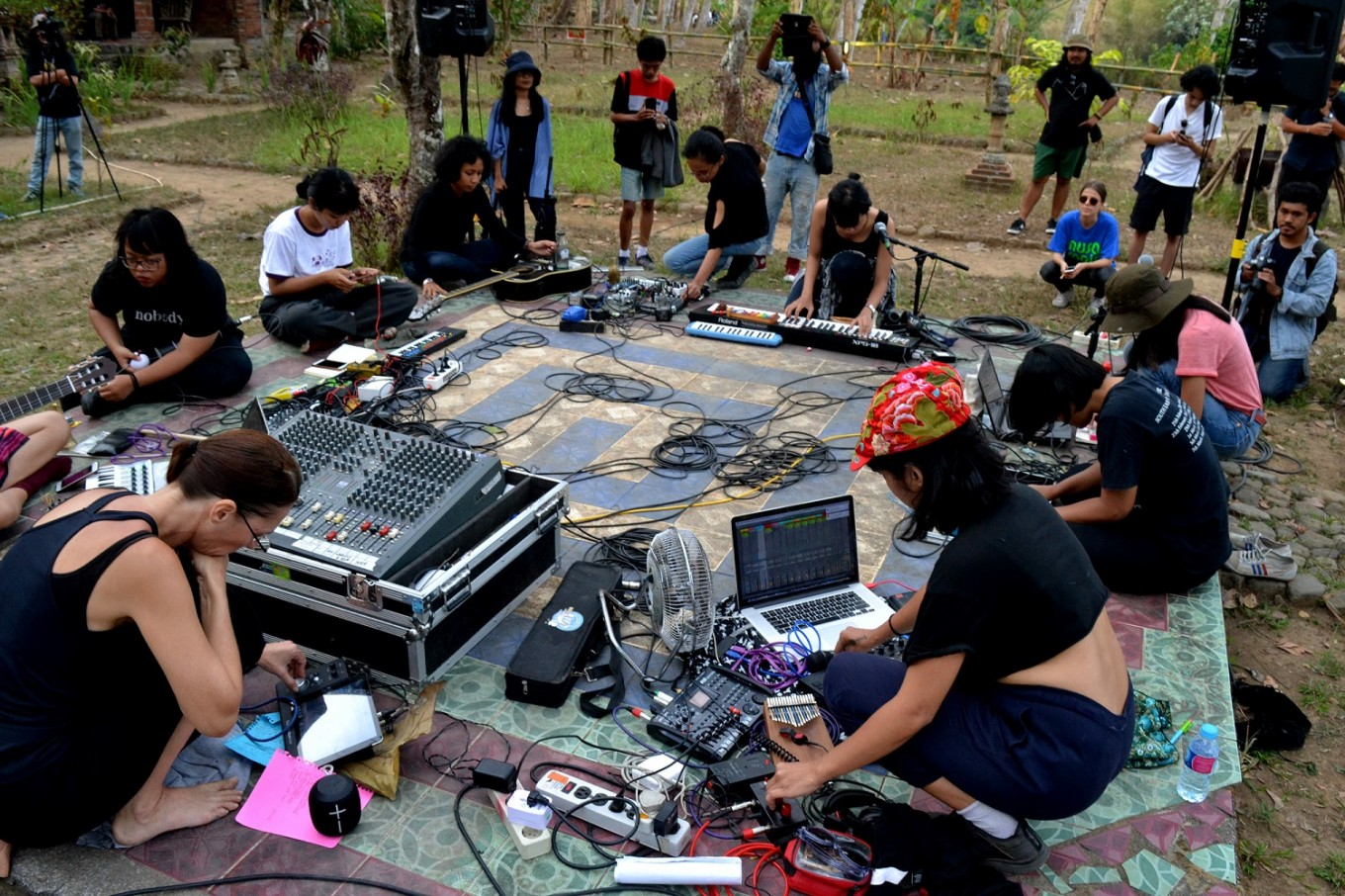 Sonic Wilderness, a collaboration of female musicians in an experimentation of sounds.