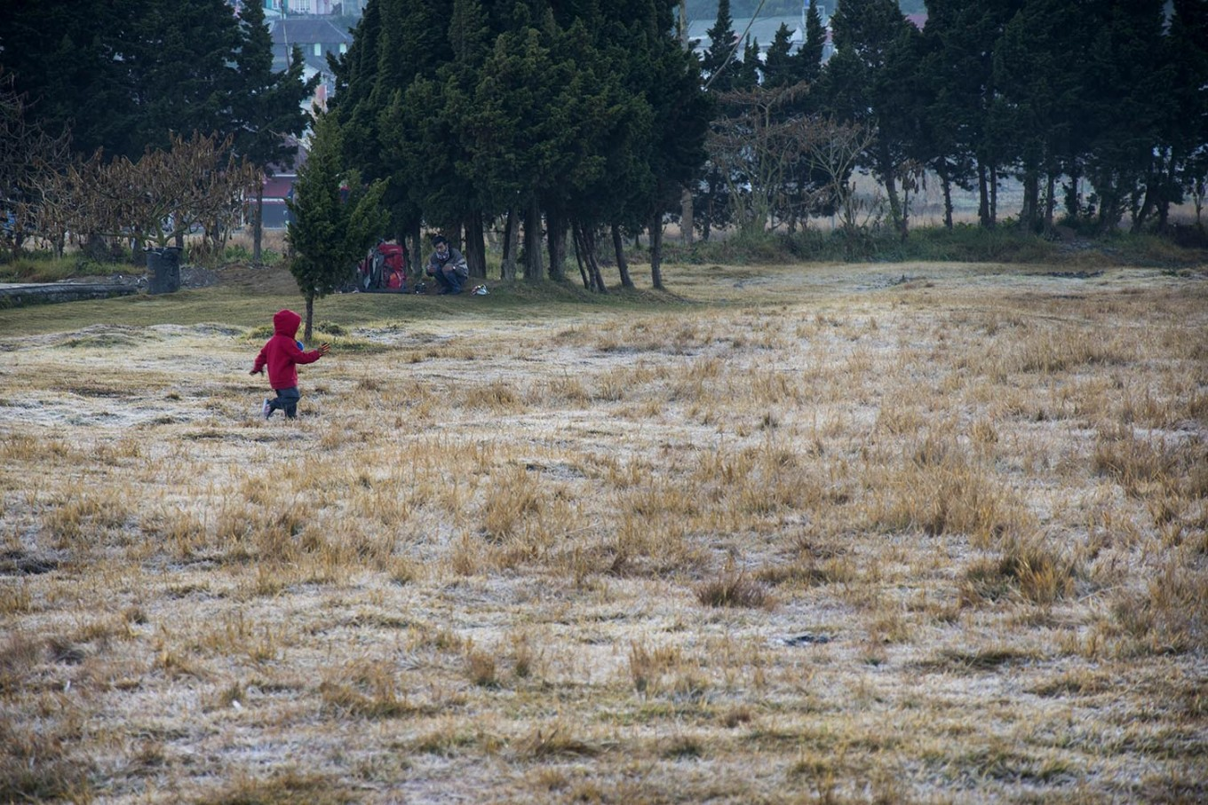 A children runs around at the Arjuna temple complex while enjoying the cold weather. JP/Tarko Sudiarno