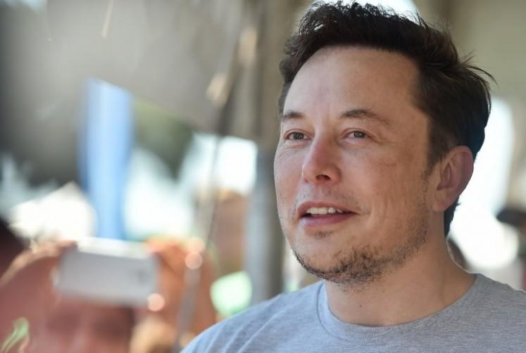 Elon Musk, Brian Eno to receive Stephen Hawking Medal
