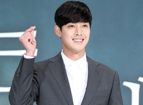 kim hyun joong faces tough questions during news conference
