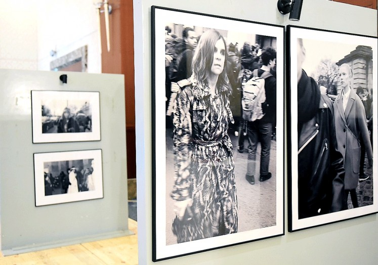 """Beyond the catwalk: French photographer Erell Hemmer highlights the contrast between the glitzy and the gritty of fashion week in her photos displayed at the """"La Galerie des Glaces"""" (The Ice Gallery) exhibition in Jakarta. The exhibition runs until Oct. 26."""