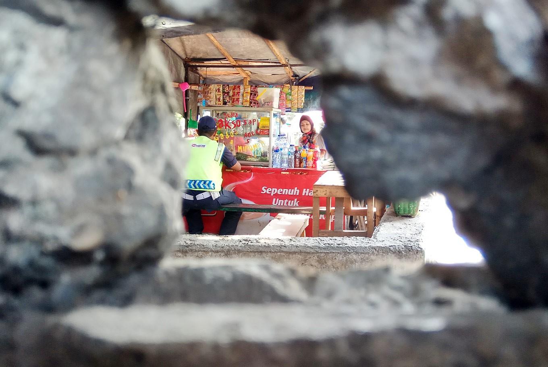 Street vendors: When love, hate collide