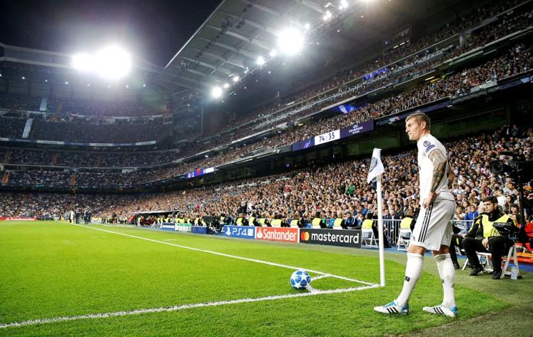 Take aim: Real Madrid's Toni Kroos prepares to take a corner kick.