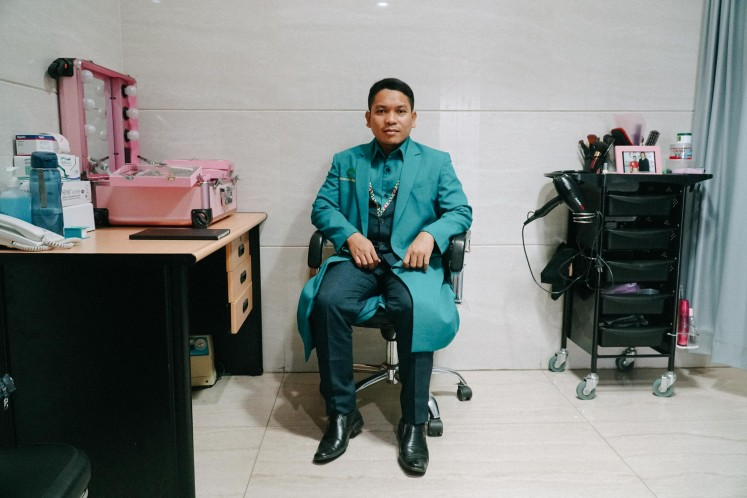 Mortuary makeup artist Fakhru Agnia poses with his makeup kits in Rumah Duka Sentosa, Central Jakarta.