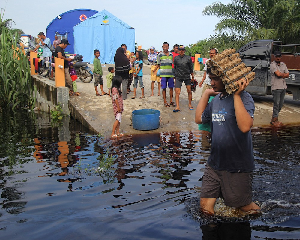 Thousands flee flooded houses in Riau after heavy rain