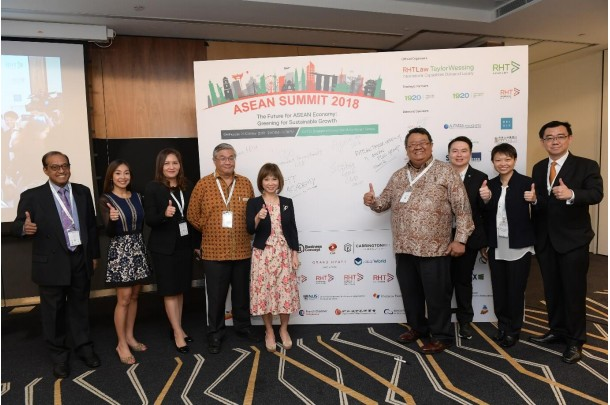 300 individuals, organizations pledge to fight climate change at RHT ASEAN Summit