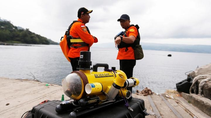 The Basarnas also sent an underwater remotely operated vehicle (ROV) to search for passengers and crew.