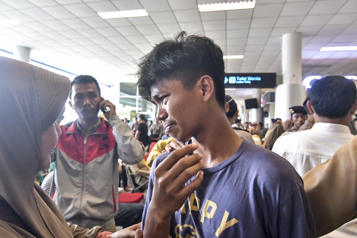 Family members wait anxiously for news in Lion Air crash