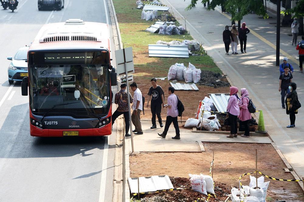 Transjakarta suspends all cash transactions over coronavirus fears