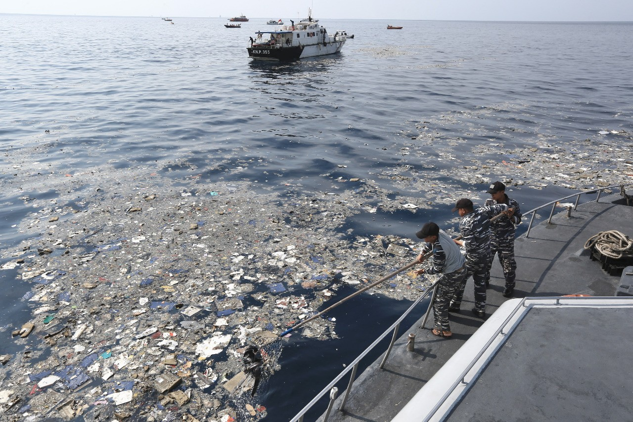 Some 900 personnel, 39 vessels scour Java Sea for Lion Air plane, but no significant clues so far
