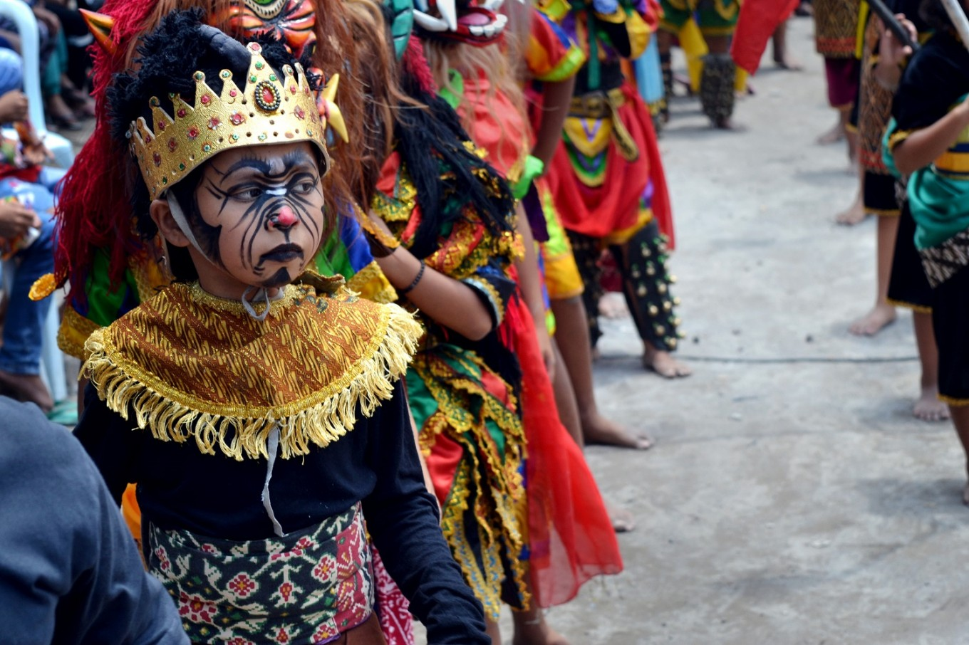 A child in traditional make up and costume during Tlatah Bocah.