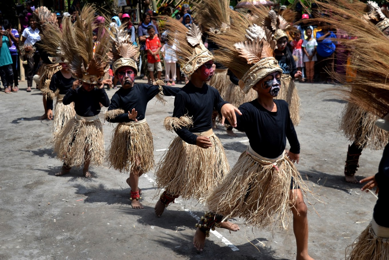 Natural materials were used in the dance costumes.